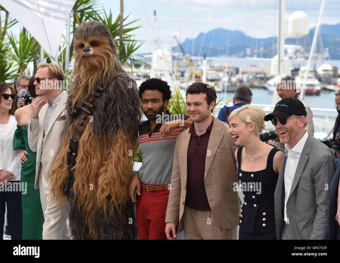 Cannes, France. 15th May, 2018. May 15, 2018 - Cannes, France: Chewbacca, Donald Glover, Alden Ehrenreich, Emilia Clarke, Ron Howard attend the 'Solo: a Star Wars Story' photocall during the 71st Cannes film festival. Credit: Idealink Photography/Alamy Live News - Stock Image