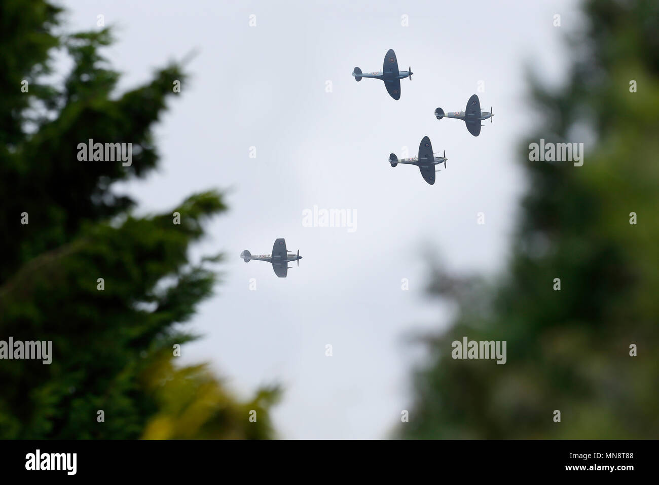 Battle of Britain Memorial Flypast, in what is believed to be the biggest memorial flight of its kind, 18 Spitfires and six Hurricanes will scramble from Biggin Hill Airport in Kent at 1pm, before splitting into three formations of eight aircraft. Biggin Hill, Kent. England. 18 August 2015--- Image by © Paul Cunningham - Stock Image