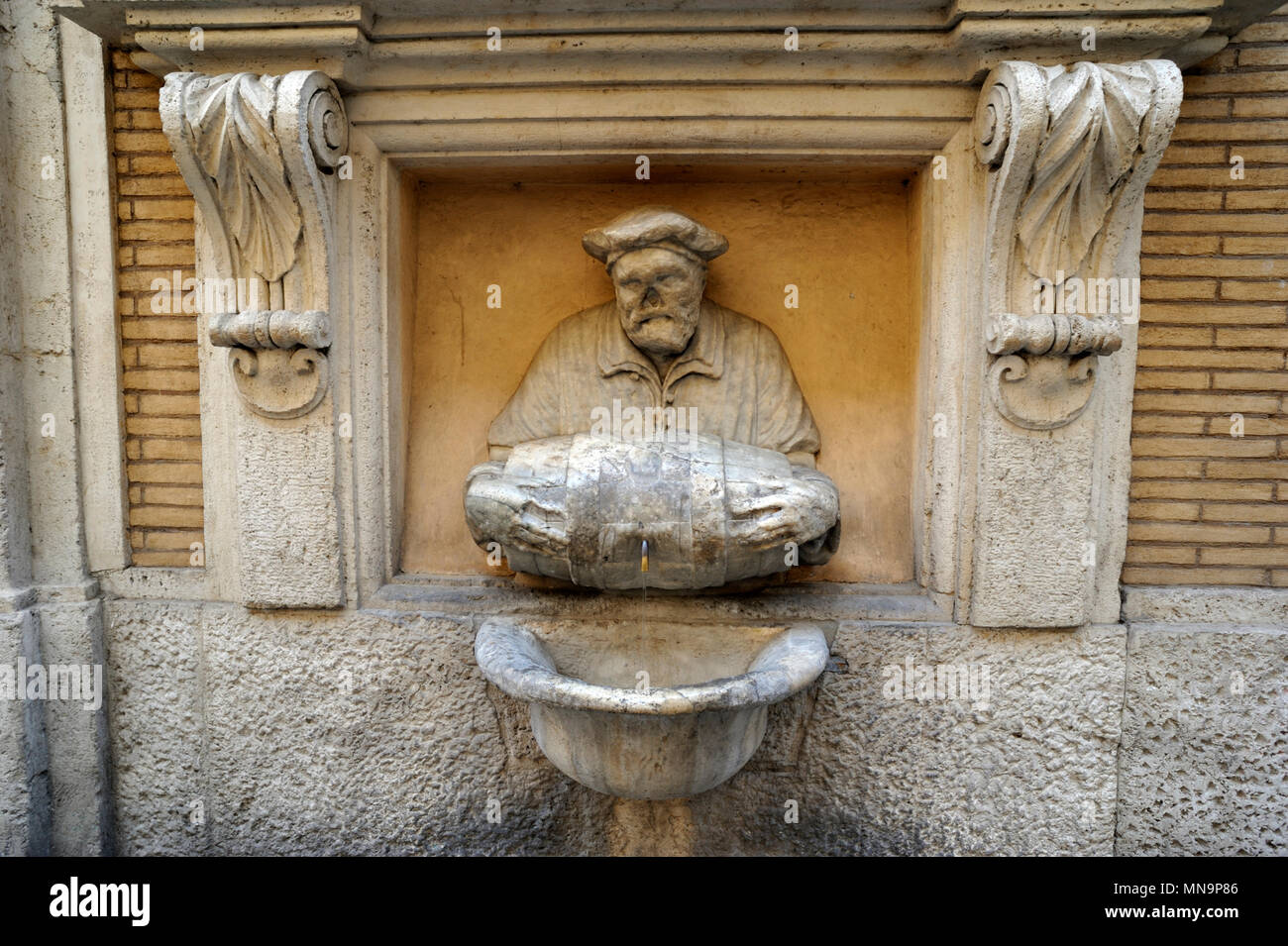 italy, rome, fontanella del facchino, porter's fountain, one of the talking statues in rome (AD 1580) - Stock Image