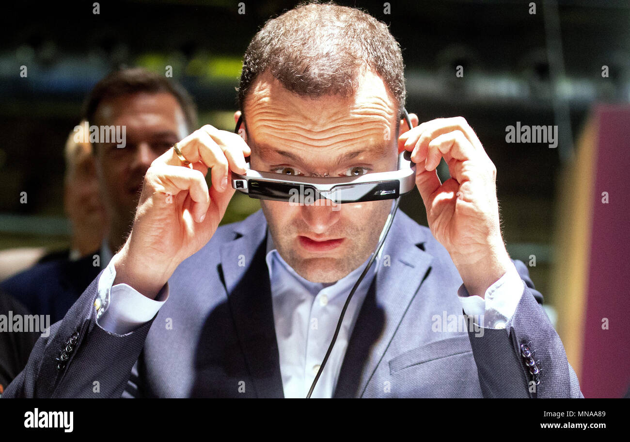 15 May 2018, Berlin, Germany: Jens Spahn of the Christian Democratic Union (CDU), Federal Health Minister, wears virtual reality glasses during a visit to the StartUp trade fair 'Cube Tech Fair'. Spahn participated in a discussion on 'Digitizing the Healthcare Industry through Blockchain and Artificial Intelligence.' Photo: Kay Nietfeld/dpa - Stock Image