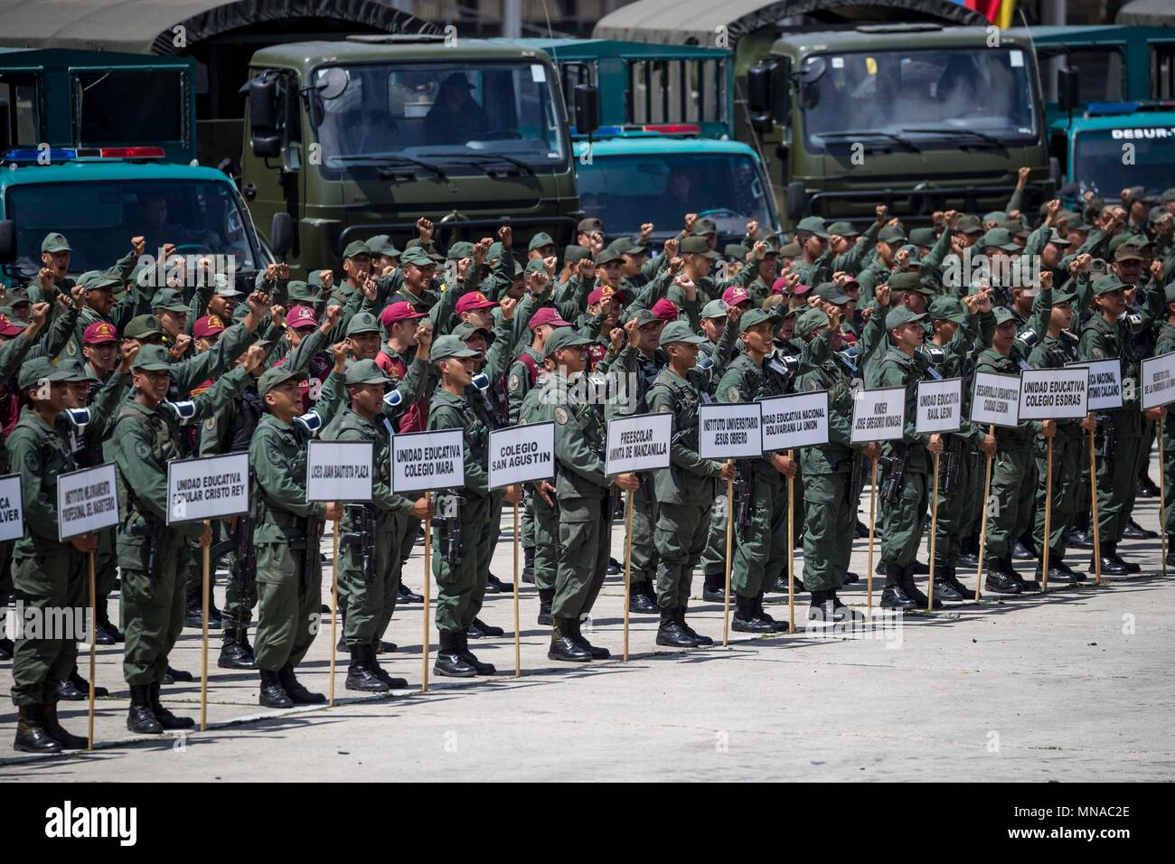 Members of the National Bolivarian Armed Forces during the security deployment for next Sunday's presidential election in Caracas, Venezuela, 15 May 2018. Over 300 thousand public servants will participate in the Plan Republic for next 20 May's presidential election. EFE/Miguel Gutierrez - Stock Image