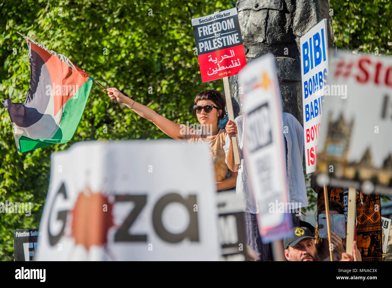 London, UK. 15th May 2018. A protest in support of Palestine and against teh Israeli shootings on the border. Organised by Stop the war opposite Downing Street, in an attempt to get the government to condemn israel. Credit: Guy Bell/Alamy Live News - Stock Image
