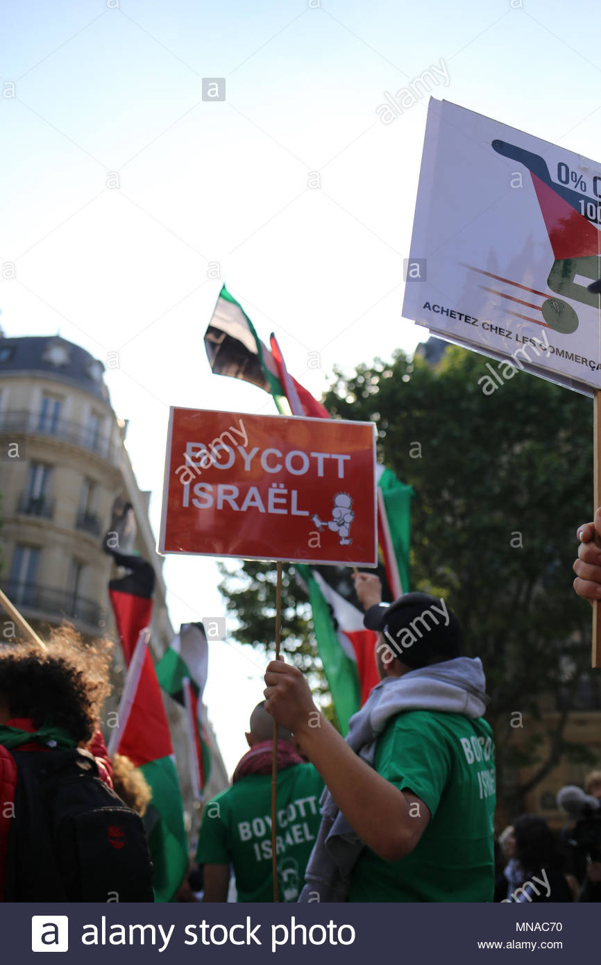 Paris, France. 15th May, 2018. A boycott Israel sign is on display as protesters take to the streets of Paris, France on May 15, 2018 to protest against Israeli violence toward Palestinians. (c) copyright Credit: CrowdSpark/Alamy Live News - Stock Image