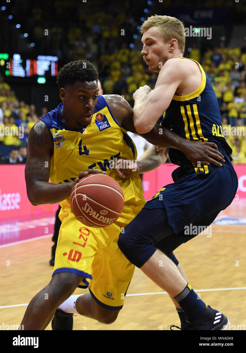 15 May 2018, Germany, Oldenburg: Bundesliga, EWE Baskets Oldenburg vs ALBA Berlin, championship round, quarter-final, in the EWE Arena. Oldenburg's Armani Moore (L) attempting to overcome Berlin's Niels Giffey. Photo: Carmen Jaspersen/dpa - Stock Image