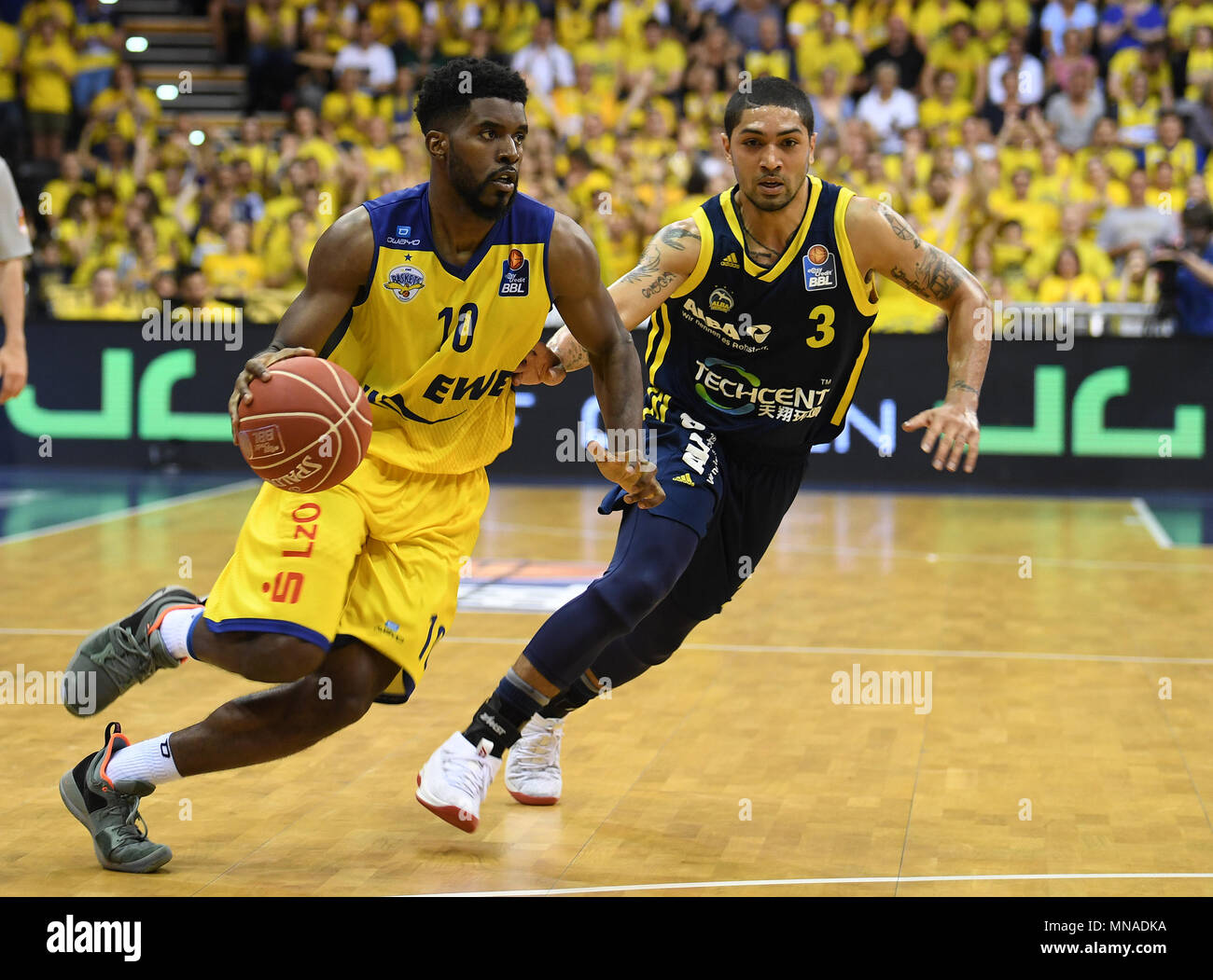 15 May 2018, Germany, Oldenburg: Bundesliga, EWE Baskets Oldenburg vs ALBA Berlin, championship round, quarter-final, in the EWE Arena. Oldenburg's Frantz Massenat (L) attempting to overcome Berlin's Peyton Siva. Photo: Carmen Jaspersen/dpa - Stock Image