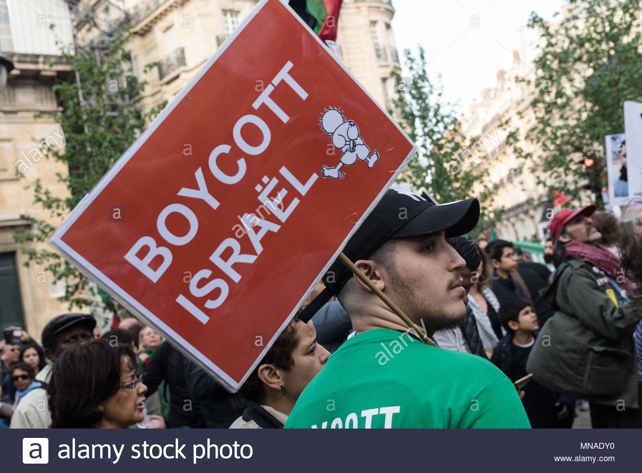 Paris, France. 15th May, 2018. A protester holds a sign reading 'Boycott Israel' as Pro-Palestine demonstrators take to the streets of Paris, France on May 15, 2018 during a protest against the killing, the day before, of 59 Palestinians in clashes and protests, on the same day as the United States formally moved its embassy in Israel to Jerusalem from Tel Aviv in defiance of international outrage. (c) copyright Credit: CrowdSpark/Alamy Live News - Stock Image