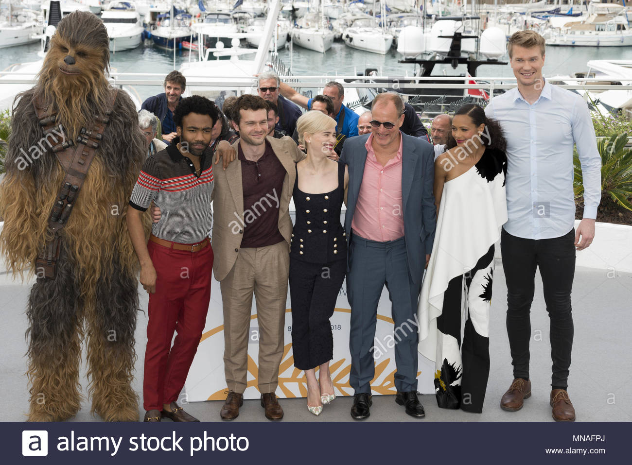 Cannes, France. 15th May, 2018. (FromL) Chewbacca, US actor Donald Glover, US actor Alden Ehrenreich, British actress Emilia Clarke, US actor Woody Harrelson, British actress Thandie Newton and Finnish actor Joonas Suotamo pose on May 15, 2018 during a photocall for the film 'Solo : A Star Wars Story' at the 71st edition of the Cannes Film Festival in Cannes, southern France. (c) copyright Credit: CrowdSpark/Alamy Live News - Stock Image