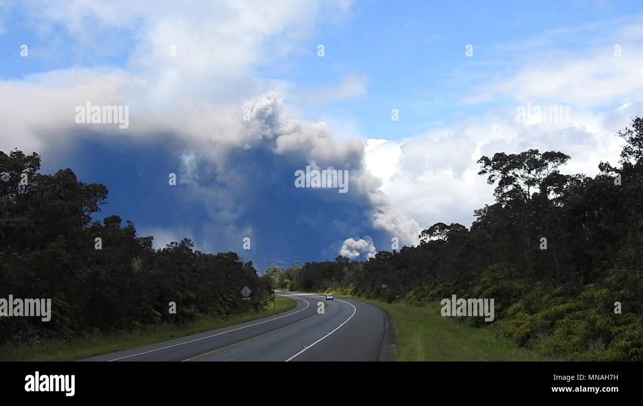 Kilauea Volcano, Hawaii. 15th May 2018. Ash Plume from Kilauea Volcano Hawaii today (05/15/2018 HST) or 05/16/2018 Credit: Volcano Resident/Alamy Live News Stock Photo