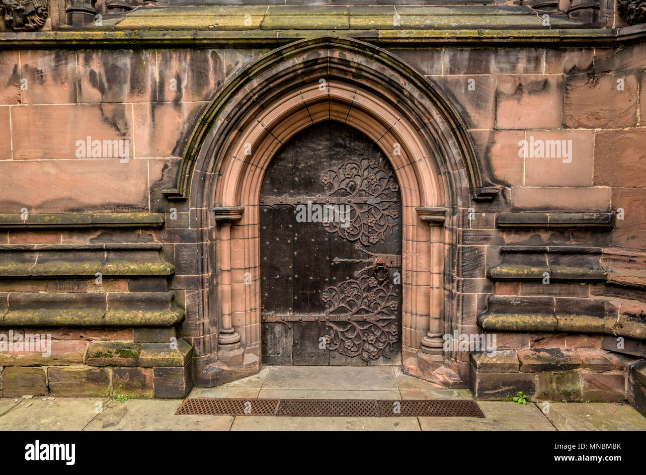 Ancient wooden door with latch of the Cathedral Church of Christ and the Blessed Virgin Mary, Chester, Cheshire, England, UK. - Stock Image