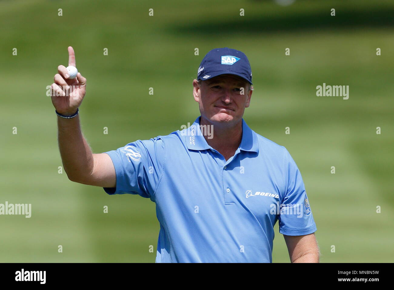 Ernie Els finishes par for the course and acknowledges the crowd at the 18th green during the first round of the BMW PGA Championship European tour at Wentworth Golf Club. 21 May 2015 - Stock Image