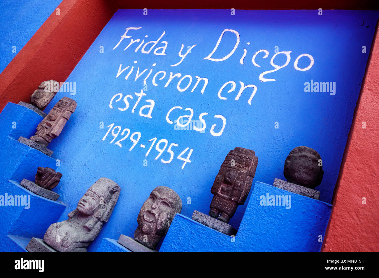 Mexico City,Mexican,Hispanic,Coyoacan,Del Carmen,Frida Kahlo Museum Museo Frida Kahlo,Blue House,interior inside courtyard,sign,Frida & Diego lived in Stock Photo