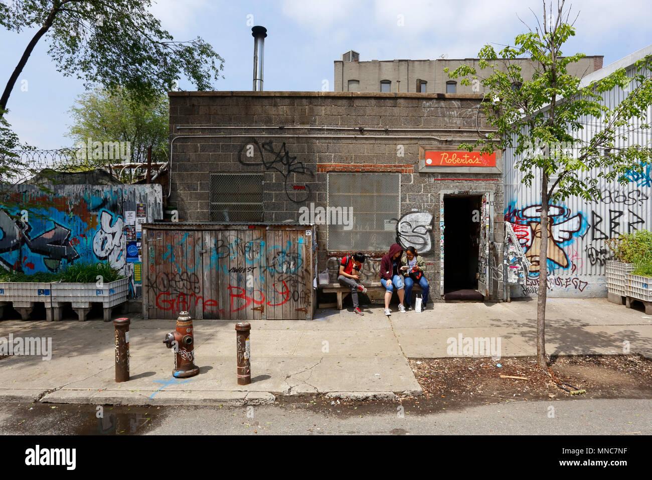 Roberta's, 261 Moore St, Brooklyn, NY - Stock Image