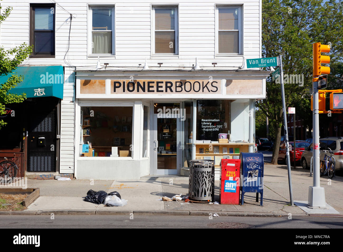 Pioneer Books, 289 Van Brunt St, Brooklyn, NY - Stock Image