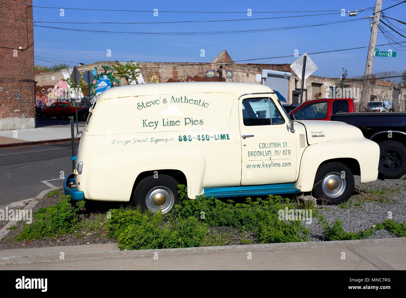 Steve's Key Lime Pie 1953 Ford F-100 delivery truck - Stock Image