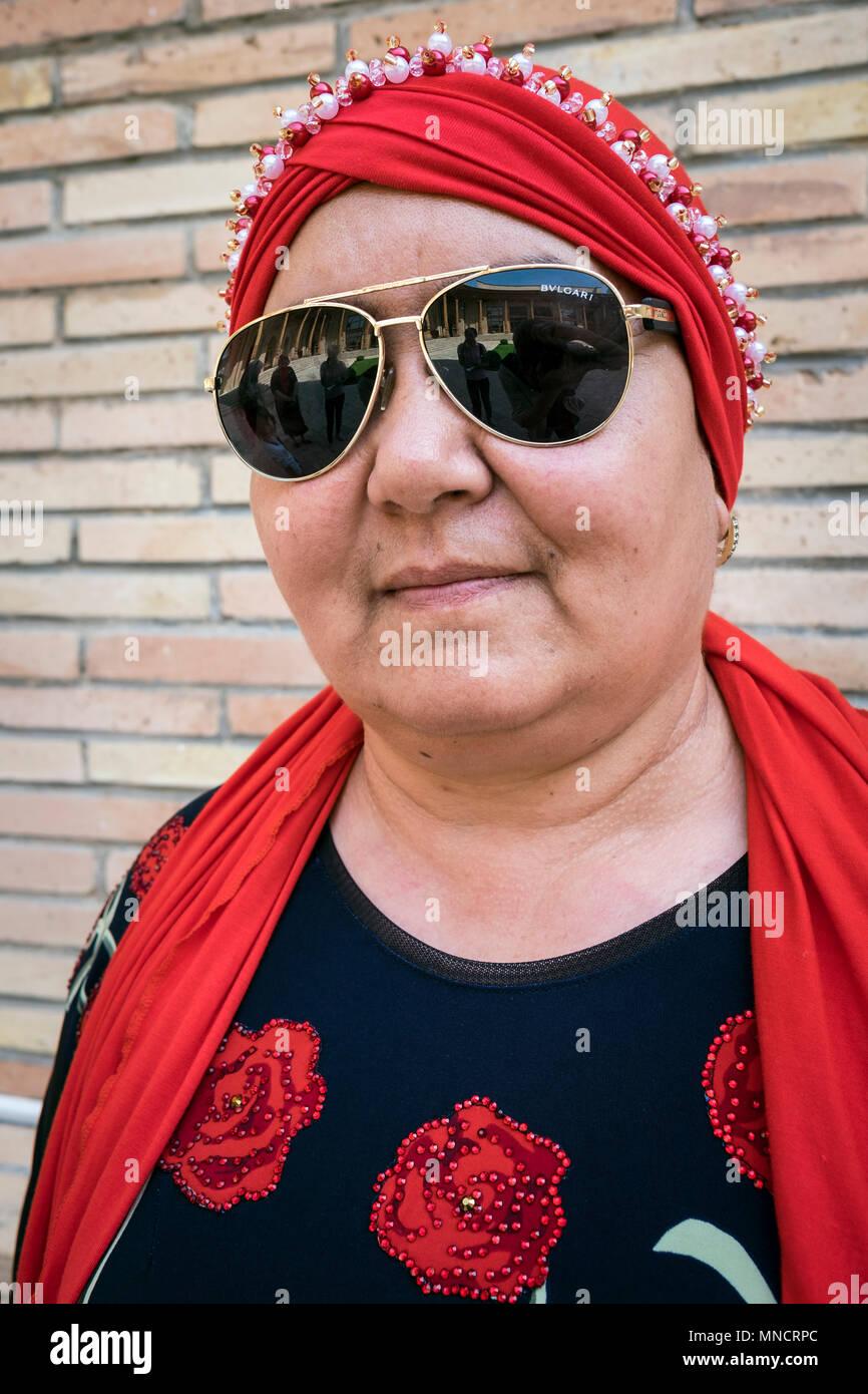 Uzbekistan, Tashkent, women - Stock Image