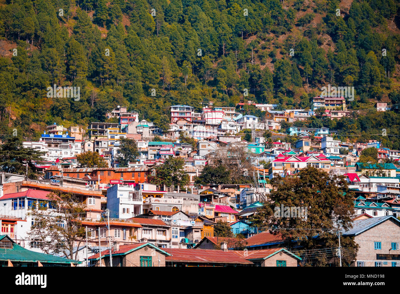 Raavi river flowing through the calm town of Chamba, Himachal Pradesh. - Stock Image