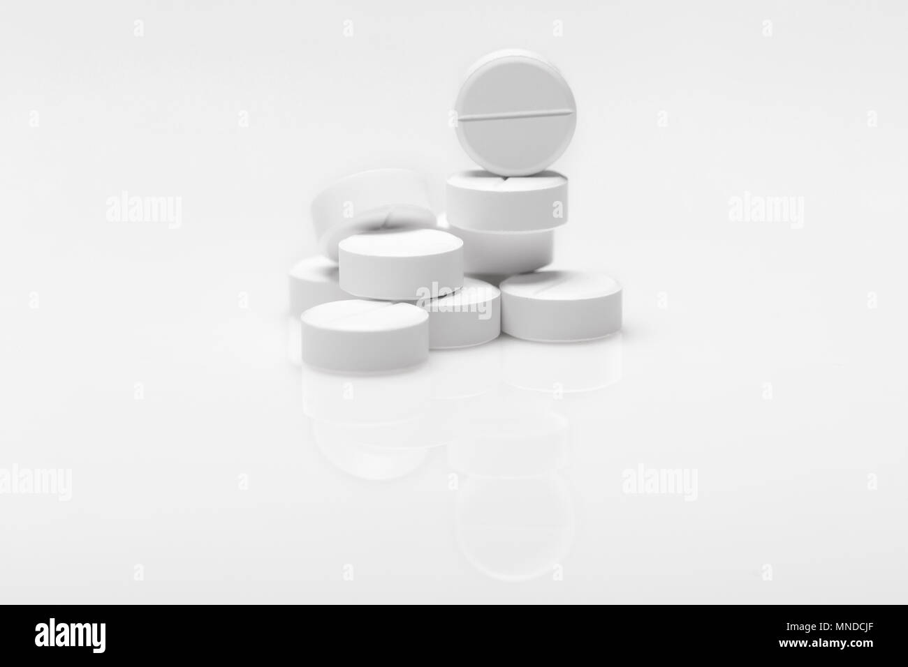 white pills on blue background - Stock Image