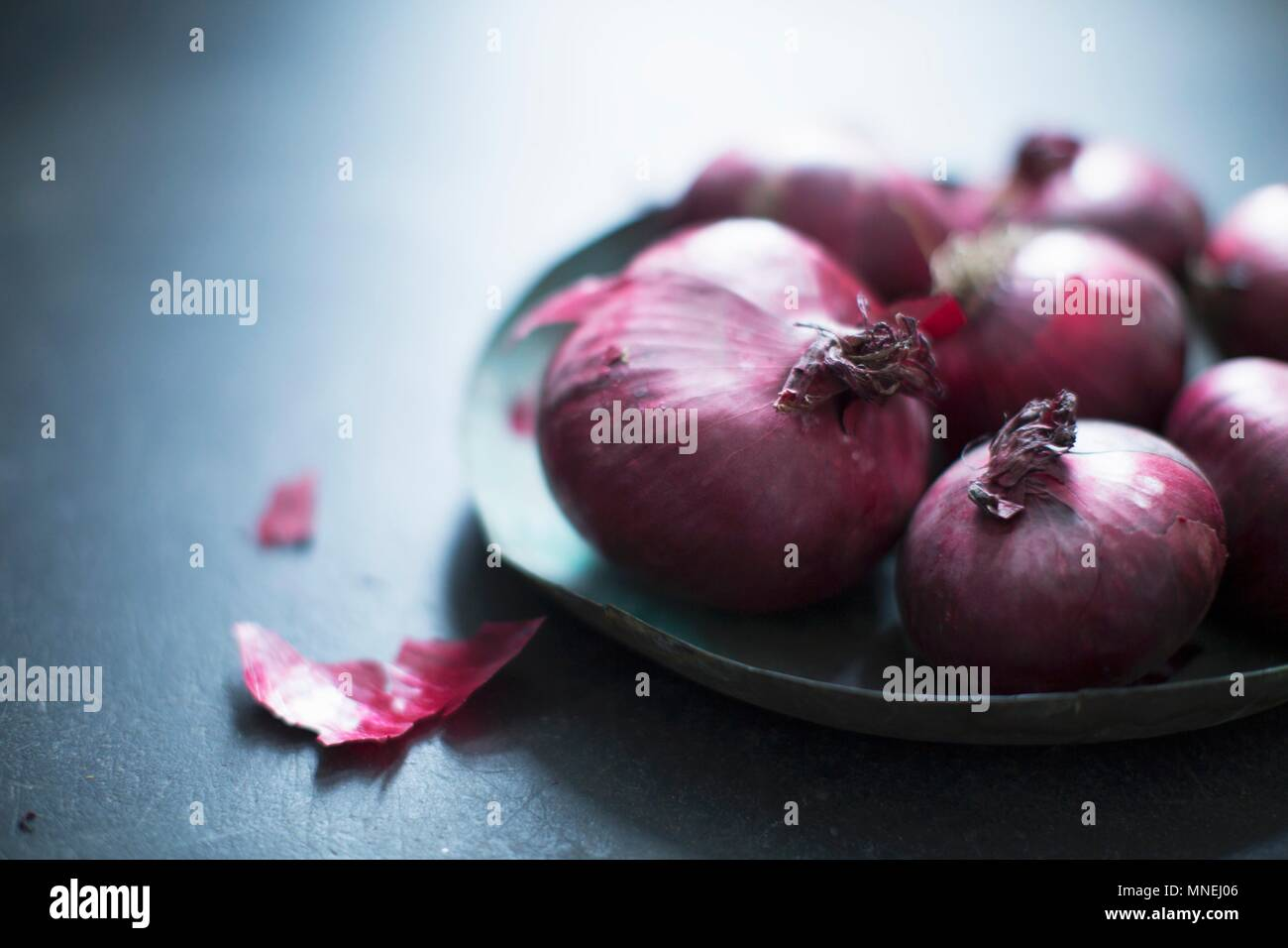 Red onions on a plate - Stock Image