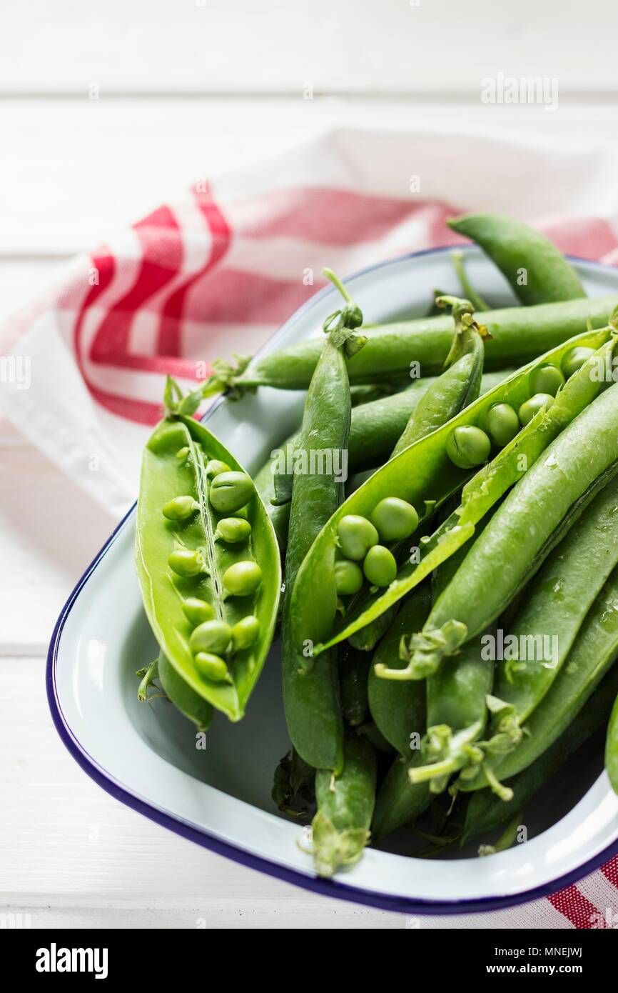 Fresh pea pods - Stock Image