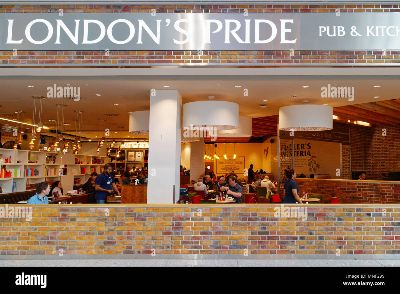 London's Pride pub in London Heathrow Airport Terminal 2 - Stock Image