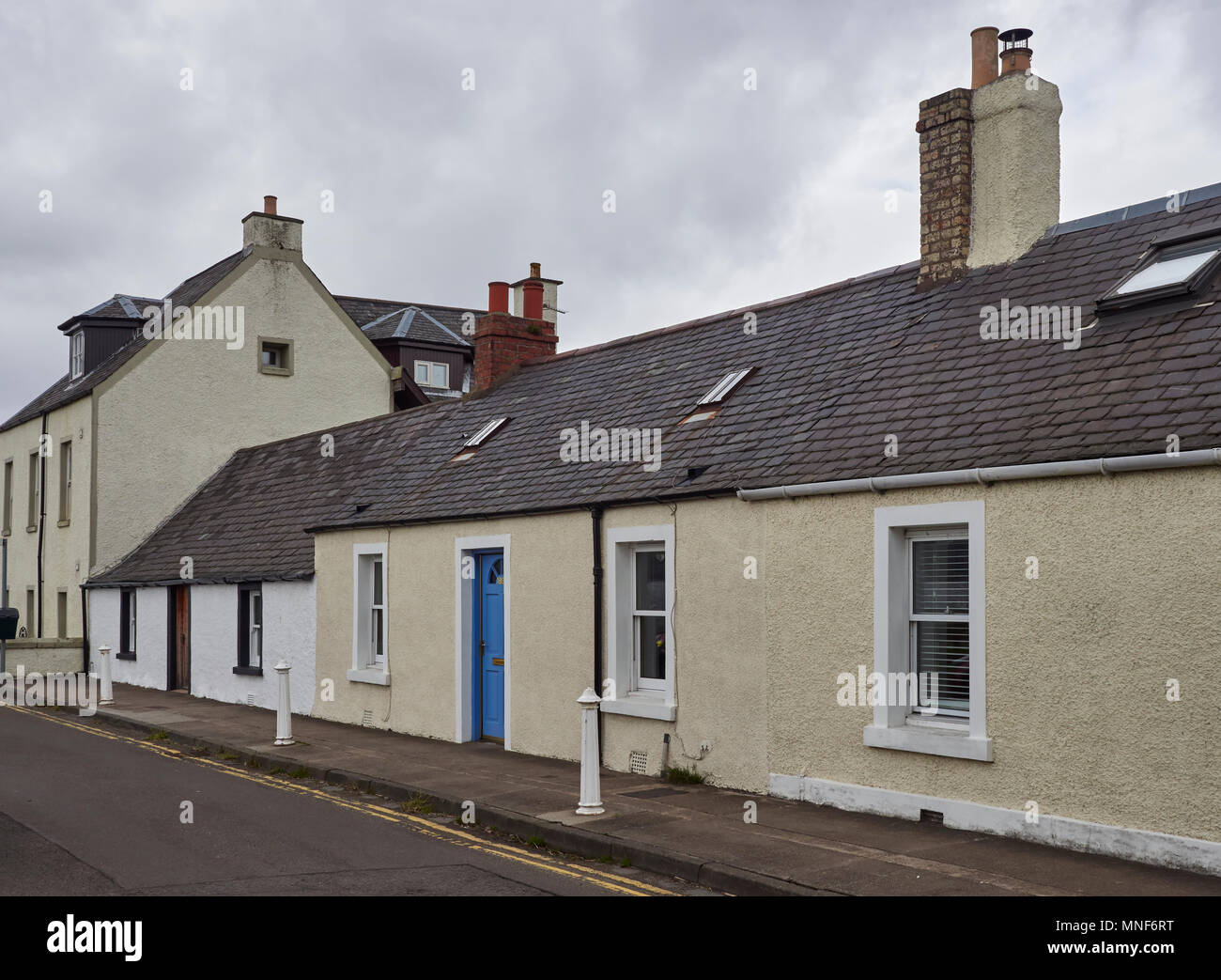 A row of single storey old Fishermens Cottages at Long Lane in Broughty Ferry, near Dundee, Angus, Scotland. Stock Photo