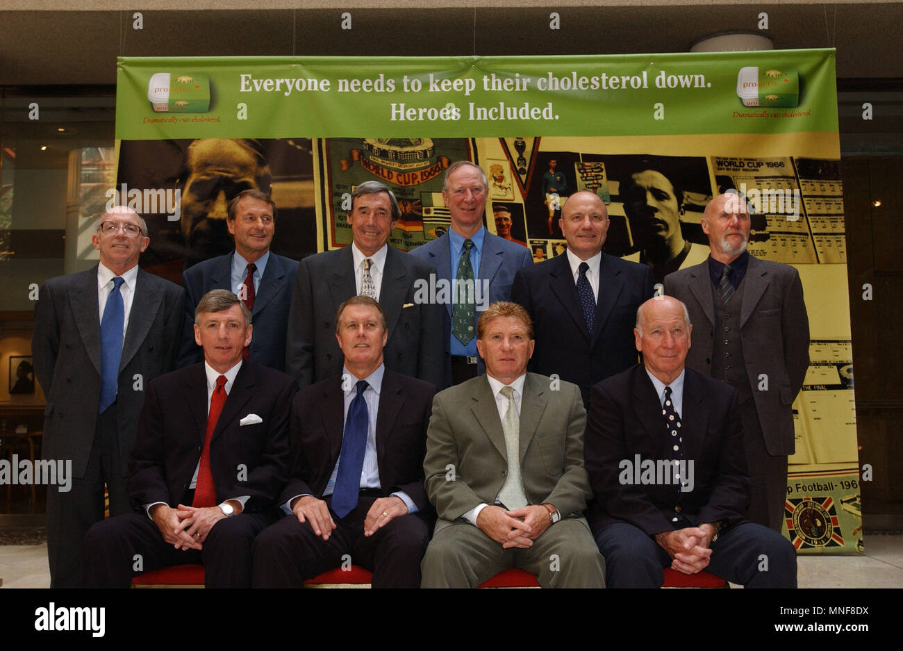 ©Alpha Press 047593 23/04/02   BACK ROW: NOBBY STILES  ROGER HUNT  GORDON BANKS  JACK CHARLTON  GEORGE COHEN AND RAY WILSON   FRONT ROW: MARTIN PETERS  SIR GEOFF HURST  ALAN BALL AND SIR BOBBY CHARLTON   -ENGLAND'S 1966 WORLD CUP TEAM LAUNCH CHOLESTEROL AWARENESS CAMPAIGN FOR 50-60 YEAR OLDS AT THE ROYAL SOCIETY MEDICIEN  LONDON   1966 ENGLAND TEAM CONGREGATING FOR LOWER COLESTEROL CAMPAIGN   LONDON COLLEGE OF MEDICINE  LONDON   CREDIT PHOTO KARWAI TANG / ALPHA PRESS - Stock Image