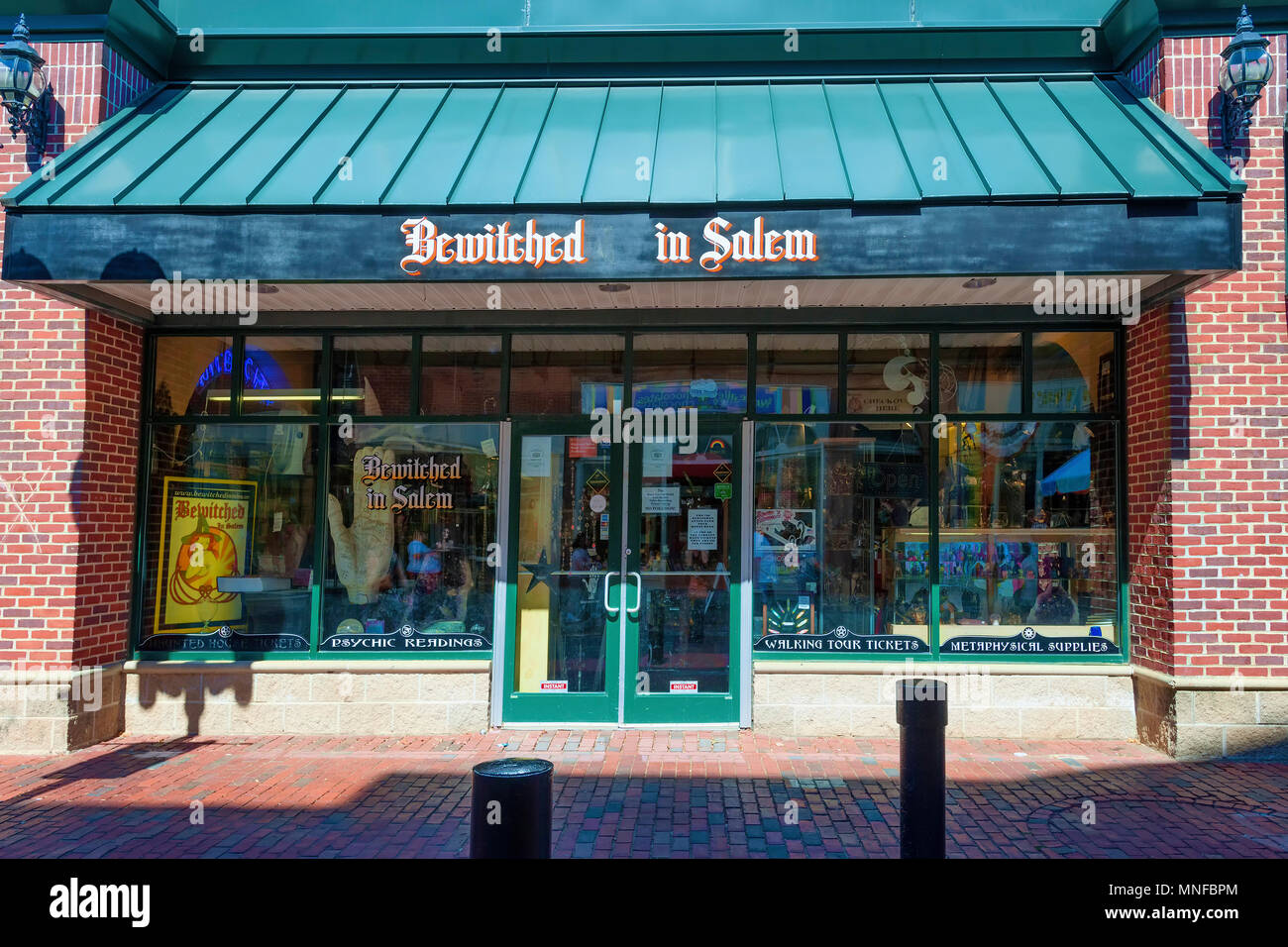 Salem, Massachusetts,USA - September 14, 2016: Novelity shop 'Bewitched In Salem' one of many in the famous historical town of Salem, Massachusetts. - Stock Image