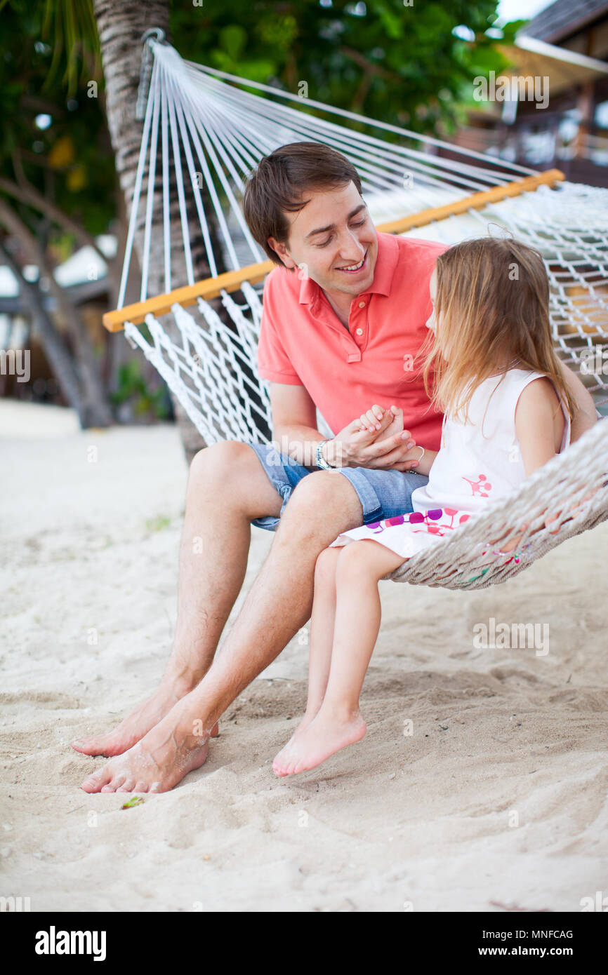 Father and daughter relaxing in hammock - Stock Image