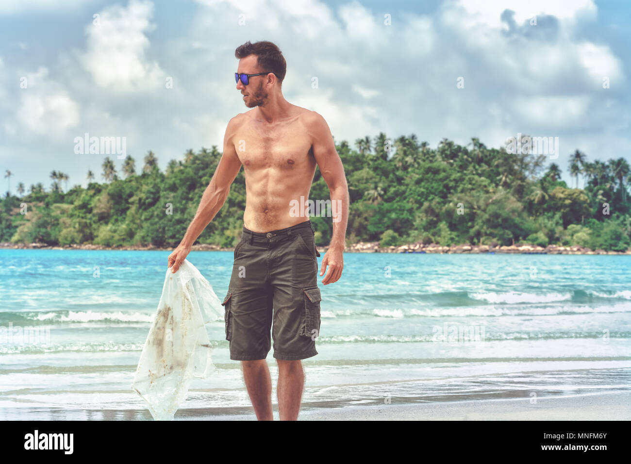 Volunteer clean beach from plastic debris - Stock Image