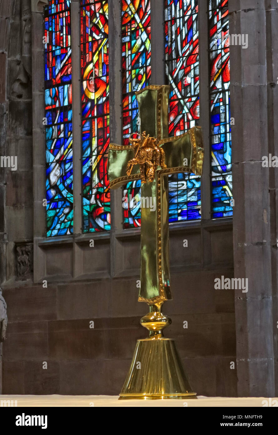 Brass cross on Manchester Cathedral altar, lancashire, England, UK - Stock Image