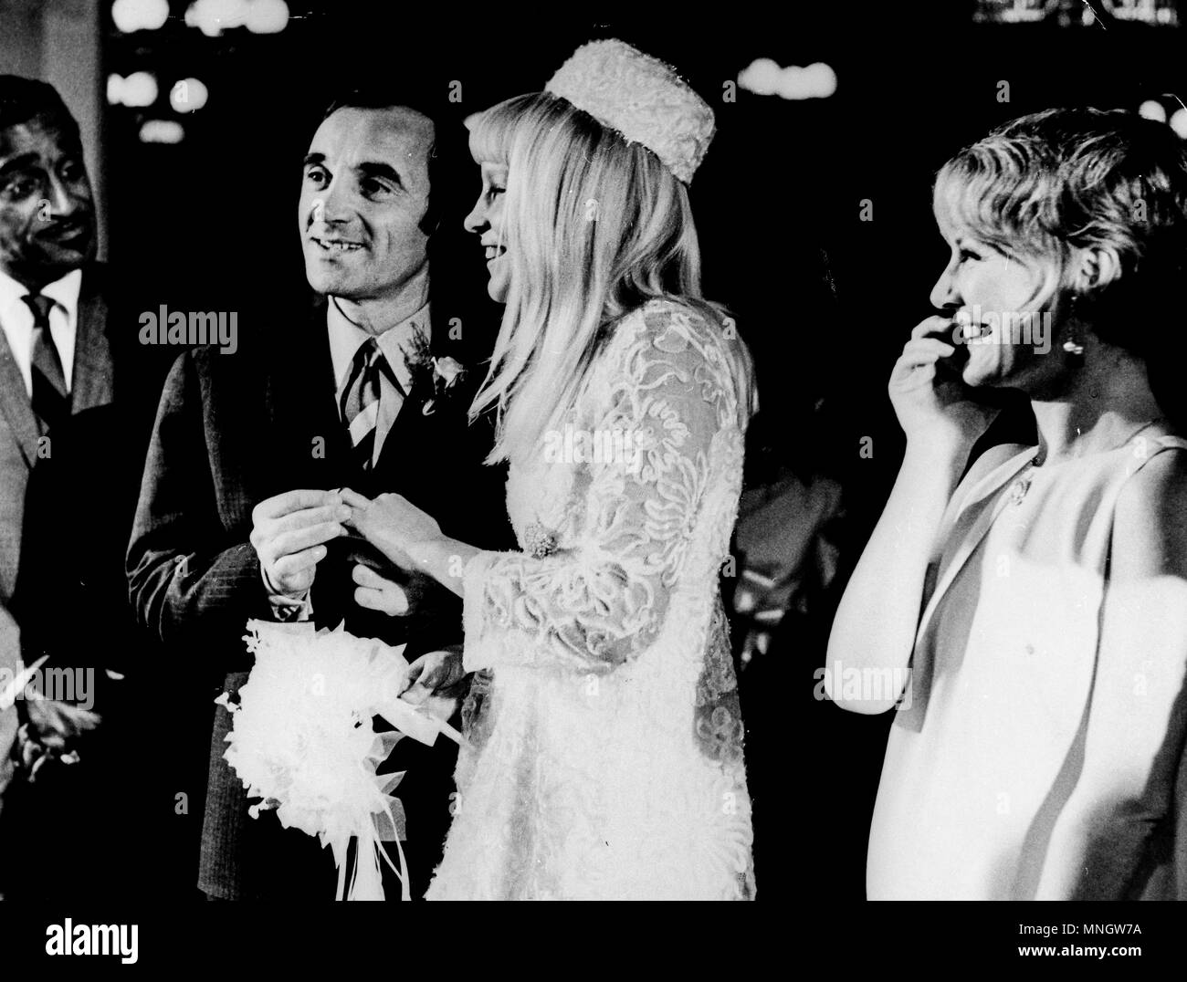 sammy davis jr and petula clark at the wedding of charles aznavour and ulla thorsell, las vegas 1967 - Stock Image