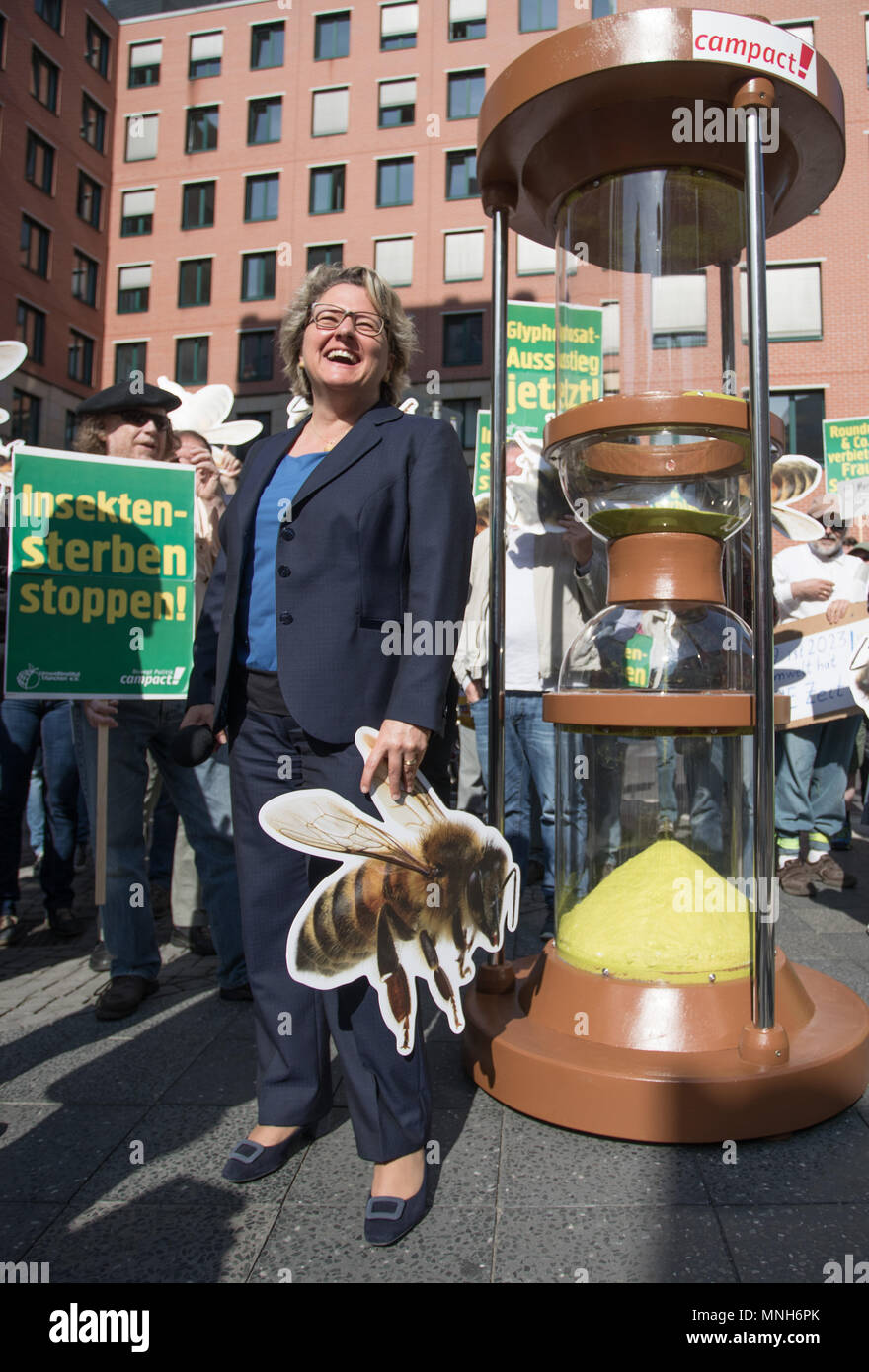 17 May 2018, German, Berlin: Svenja Schulze, German Environment Minister (SPD), standing outside her ministry holding a picture of a bee, during a Campact demonstration calling for a glyphosate ban. Photo: Jörg Carstensen/dpa Stock Photo