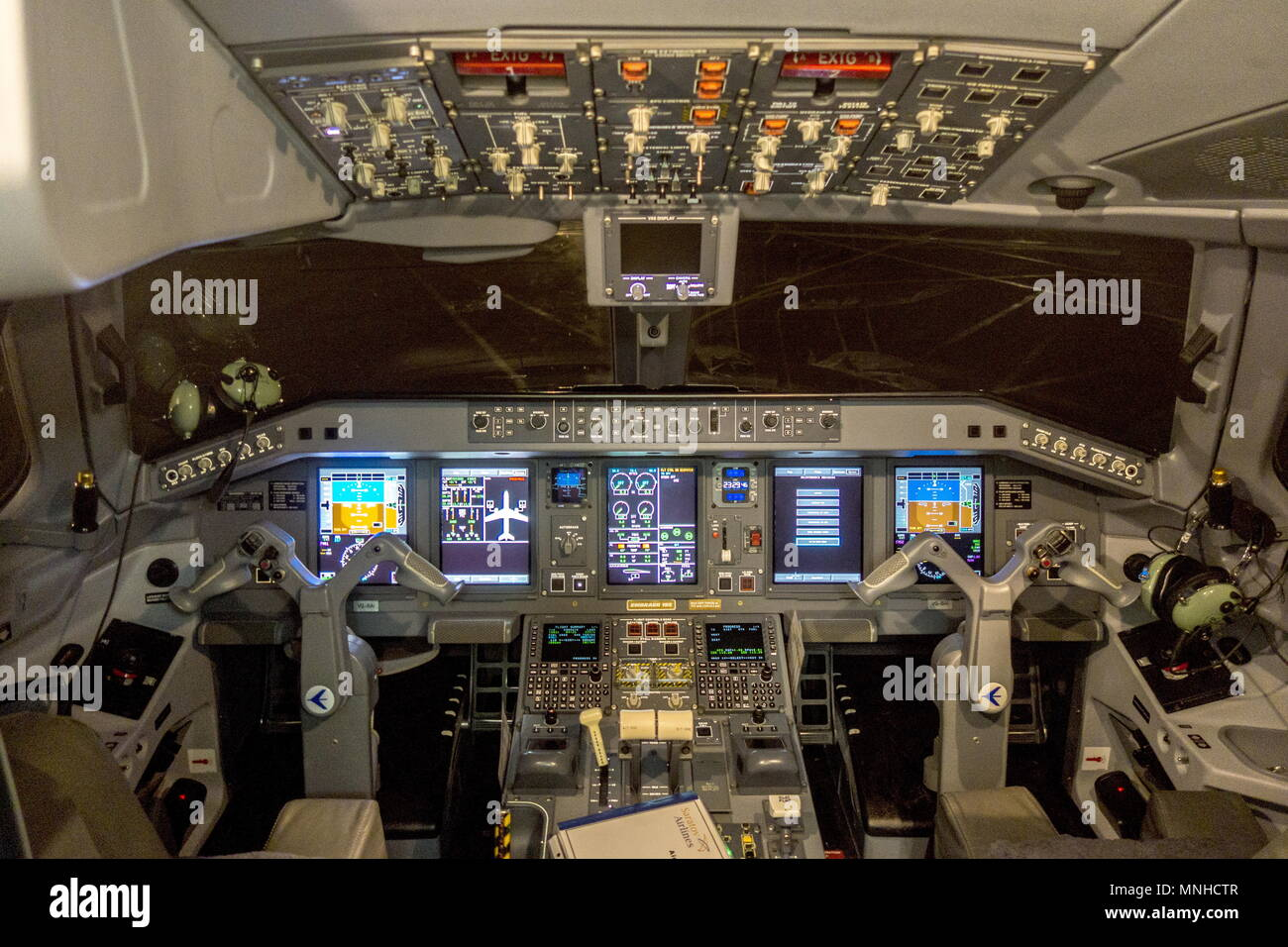 Saratov, Russia. 17th May, 2018. SARATOV, RUSSIA - MAY 17, 2018: The cockpit of an Embraer 190 jet airliner which has joined the fleet of Saratov Airlines under the new brand name Ivolga Airlines; starting from May 31, 2018, Saratov Airlines is to cease its activities. Denis Zhabkin/TASS Credit: ITAR-TASS News Agency/Alamy Live News - Stock Image