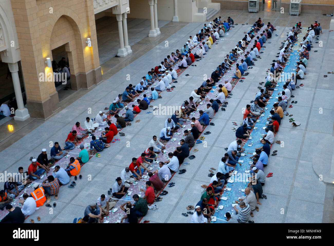 riyadh saudi arabia 17th may 2018 muslims break their fast on the