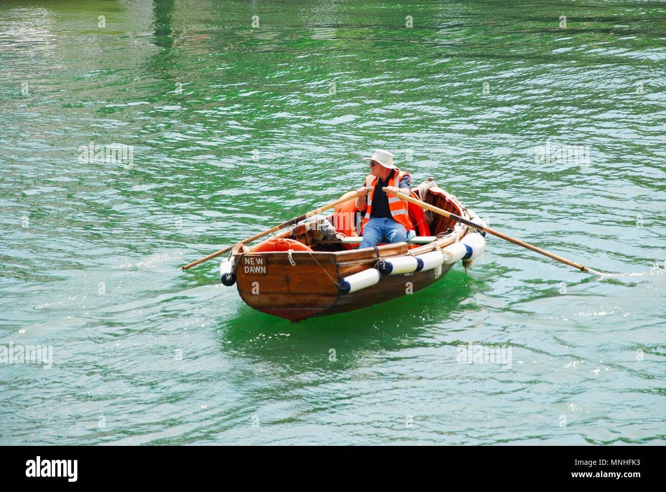 Weymouth.17th May 2018. A ferryman plies his trade across Weymouth's sunny harbour Credit: stuart fretwell/Alamy Live News - Stock Image