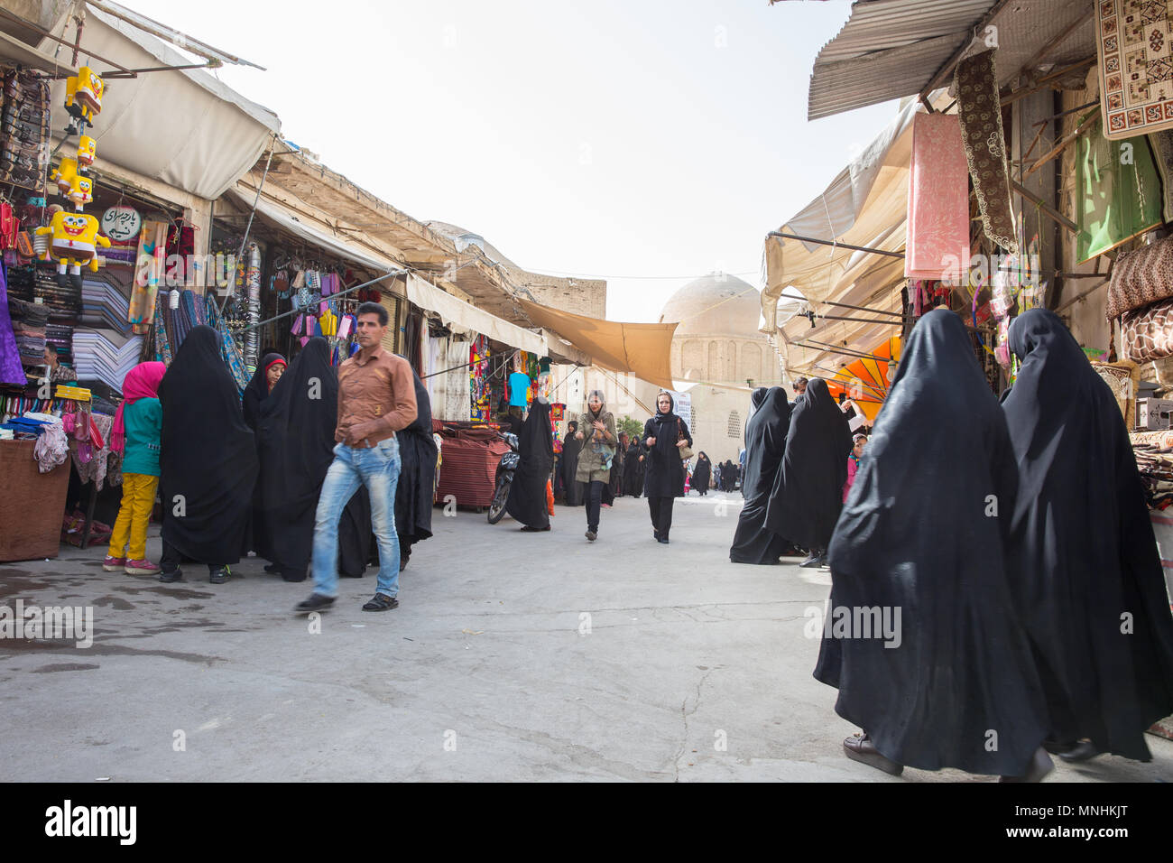 The largest bazaar in the Middle East 16