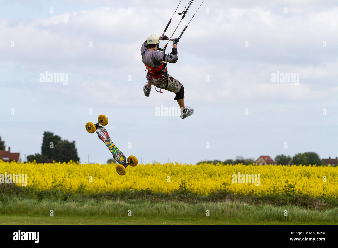 Extreme sport kite landboarding in Essex, UK. Loss of board whilst airborne. Stock Photo
