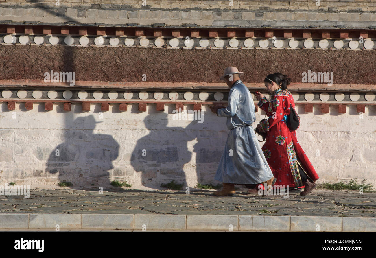 Traditional Tibetan pilgrims, Labrang Monastery, Xiahe, Gansu, China - Stock Image