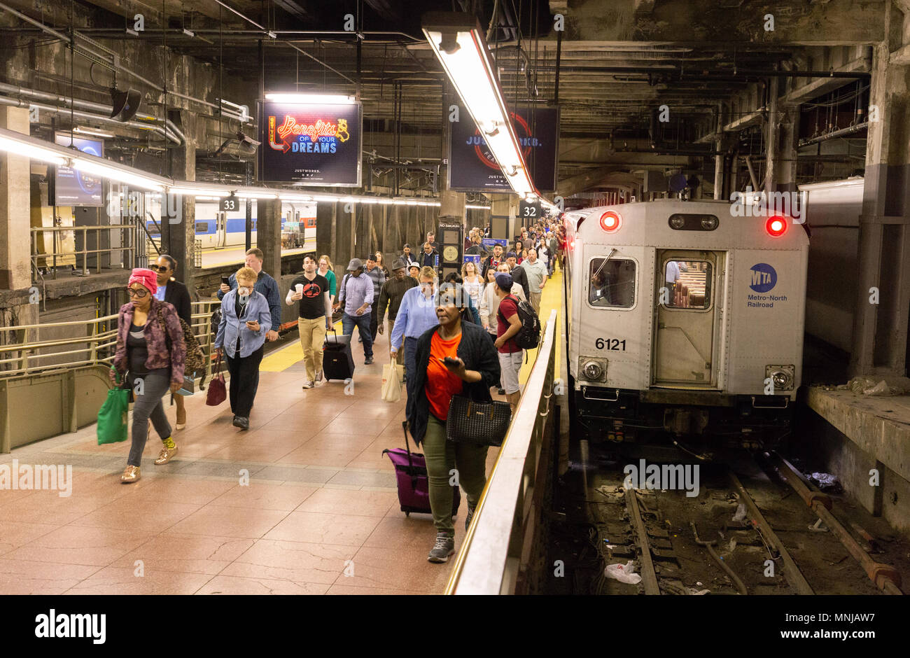 Grand central Subway station, Passengers arriving on a subway train, New York subway, Midtown New York city, USA - Stock Image