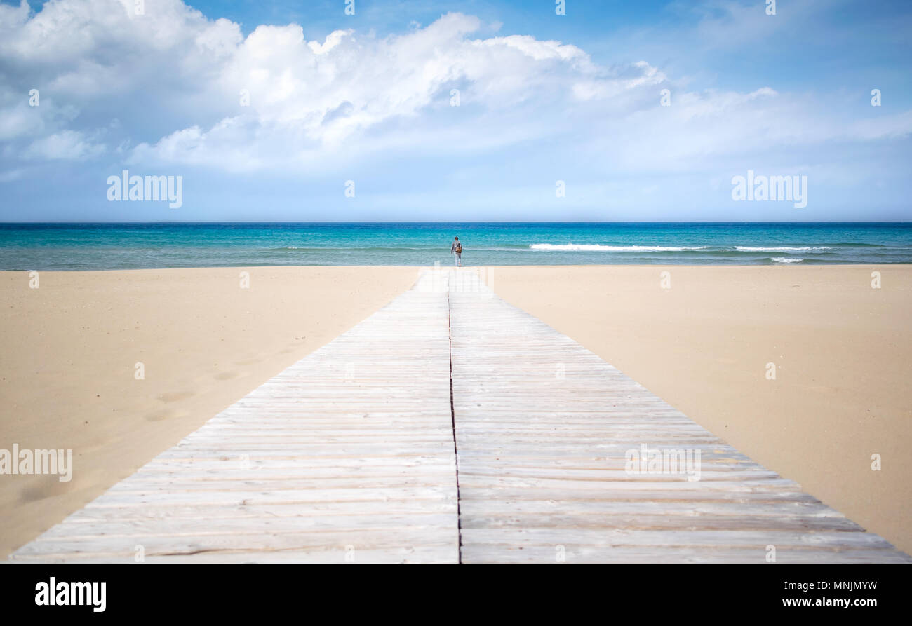 Wooden pier leading to turquoise sea - Stock Image