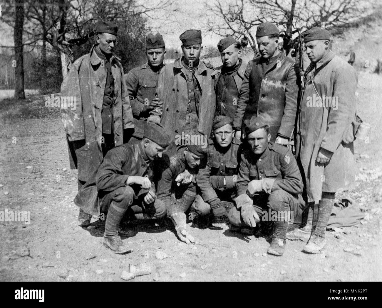 Soldiers posing on battlefield - Stock Image