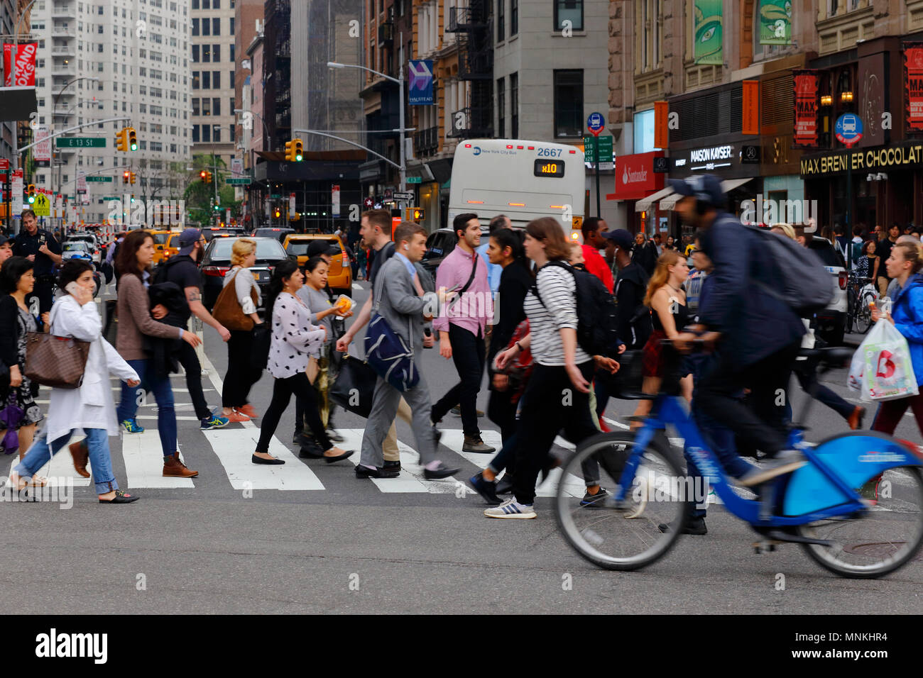 People crossing the street in Union Square in Manhattan, New York - Stock Image