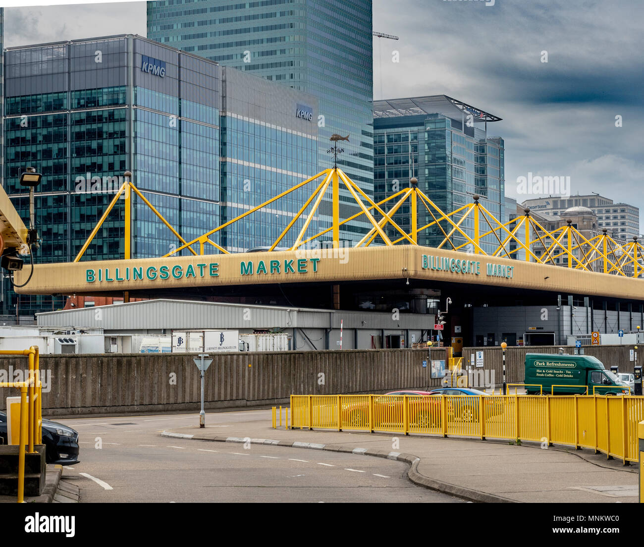 Billingsgate Market with Canary Wharf buildings in background, Poplar, Isle of Dogs, London, UK. - Stock Image