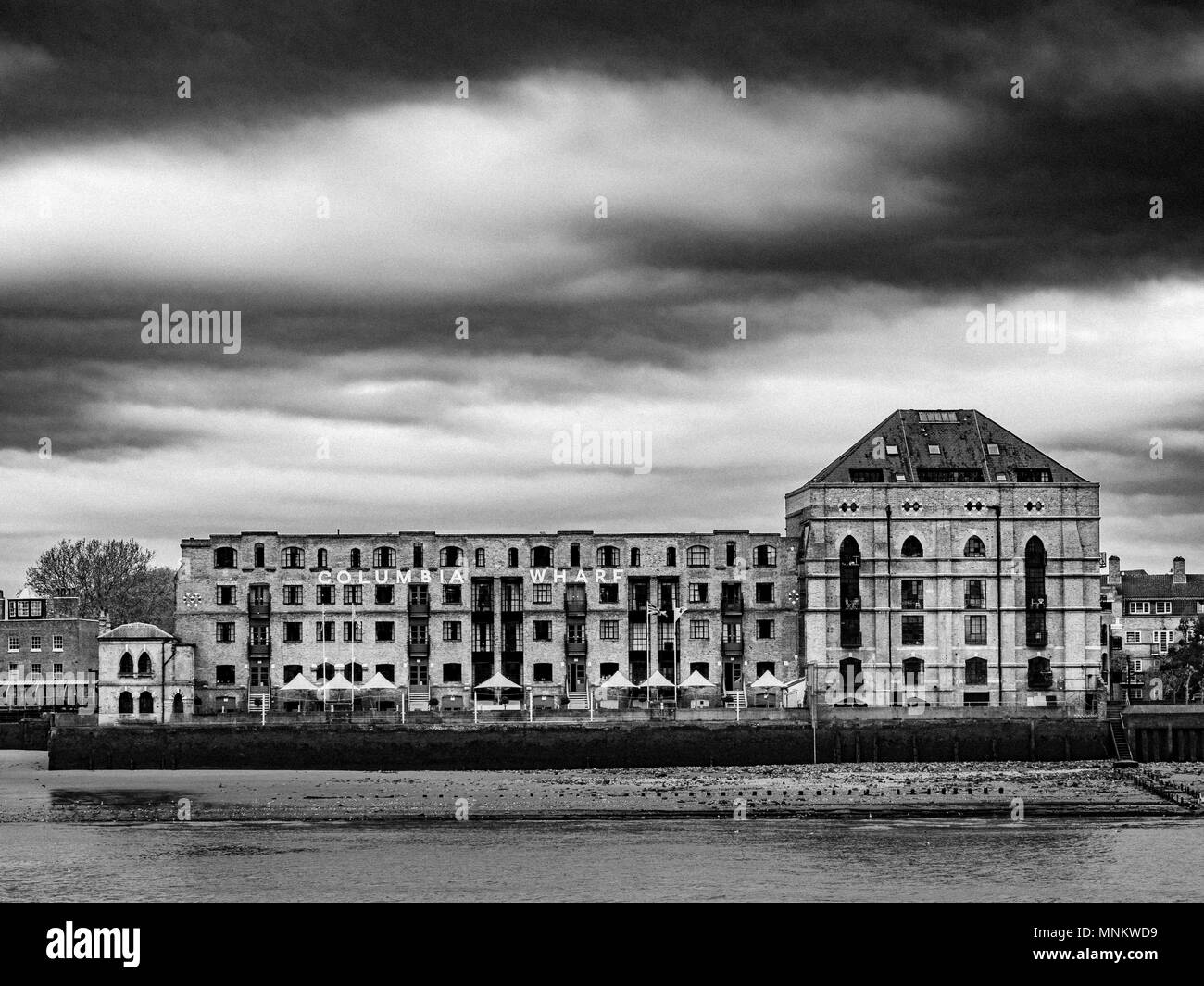 Columbia Wharf (Colombia Wharf), listed building in Rotherhithe, south bank of the River Thames. Designed by architect James Edmeston for G & I L Gree - Stock Image