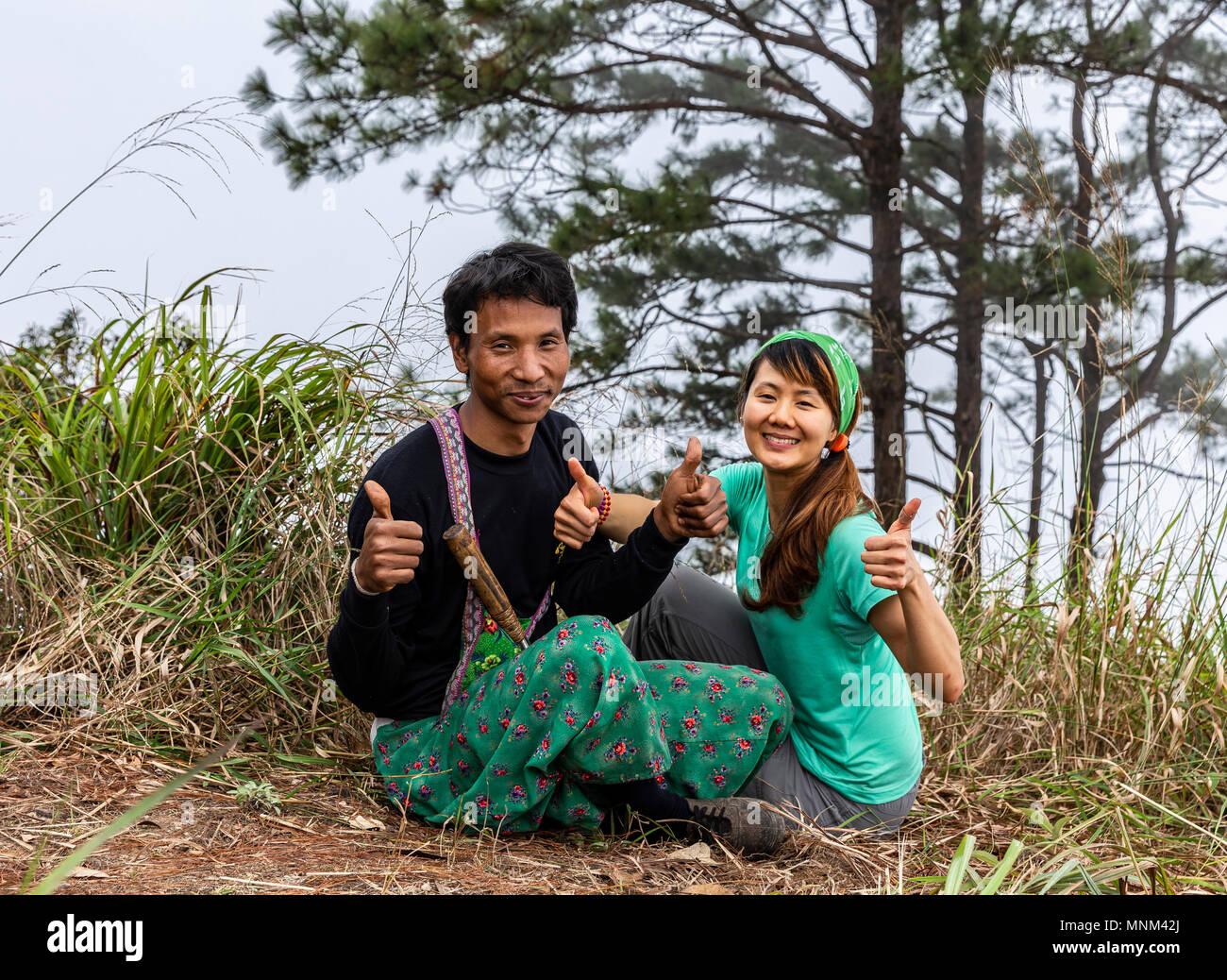 Thai hilltribe park ranger and trekker in Khun Chae National Park (อุทยานแห่งชาติขุนแจ) in Northern Thailand - Stock Image