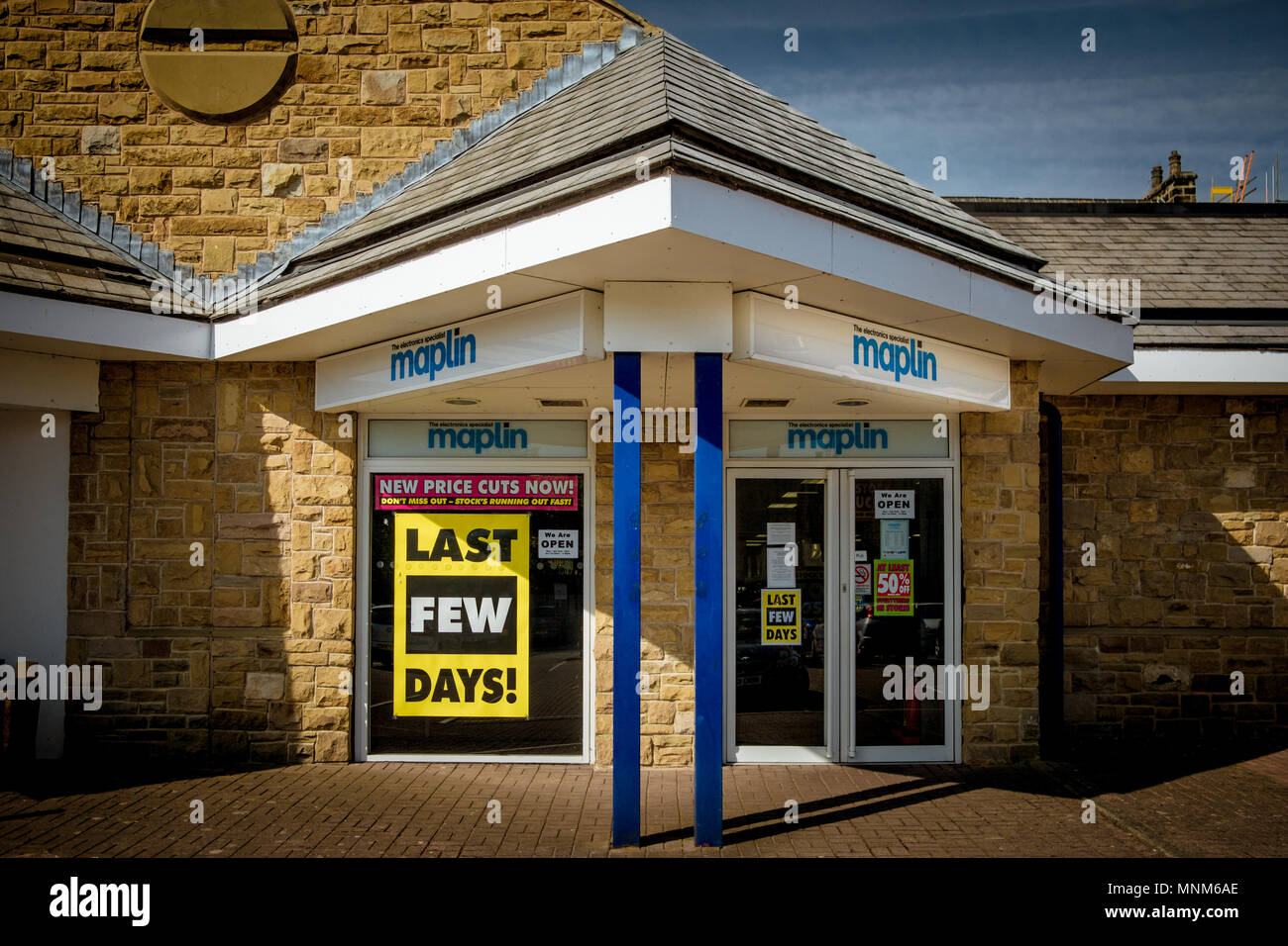 Maplin Electronic Superstore is closing down due to poor sales and competition from online companies. This is the Harrogate branch, North Yorkshire - Stock Image