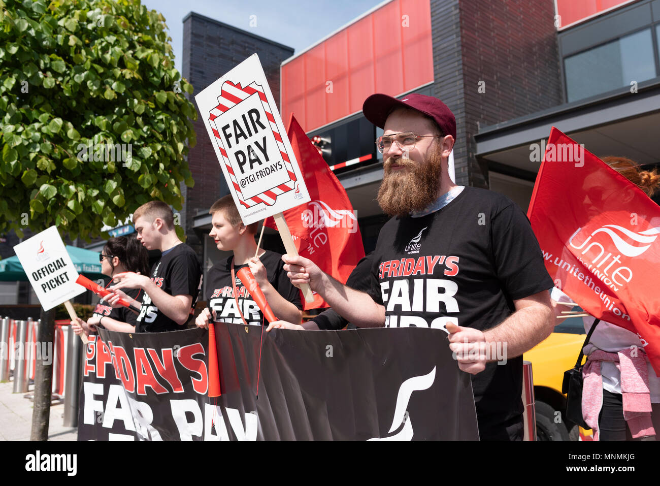 Milton Keynes, UK. 18th May 2018. Waiting staff at MK Stadium branch of TGI Fridays form a picket line in the first in on ongoing series of strikes in a dispute over tips. Credit: David Isaacson/Alamy Live News - Stock Image