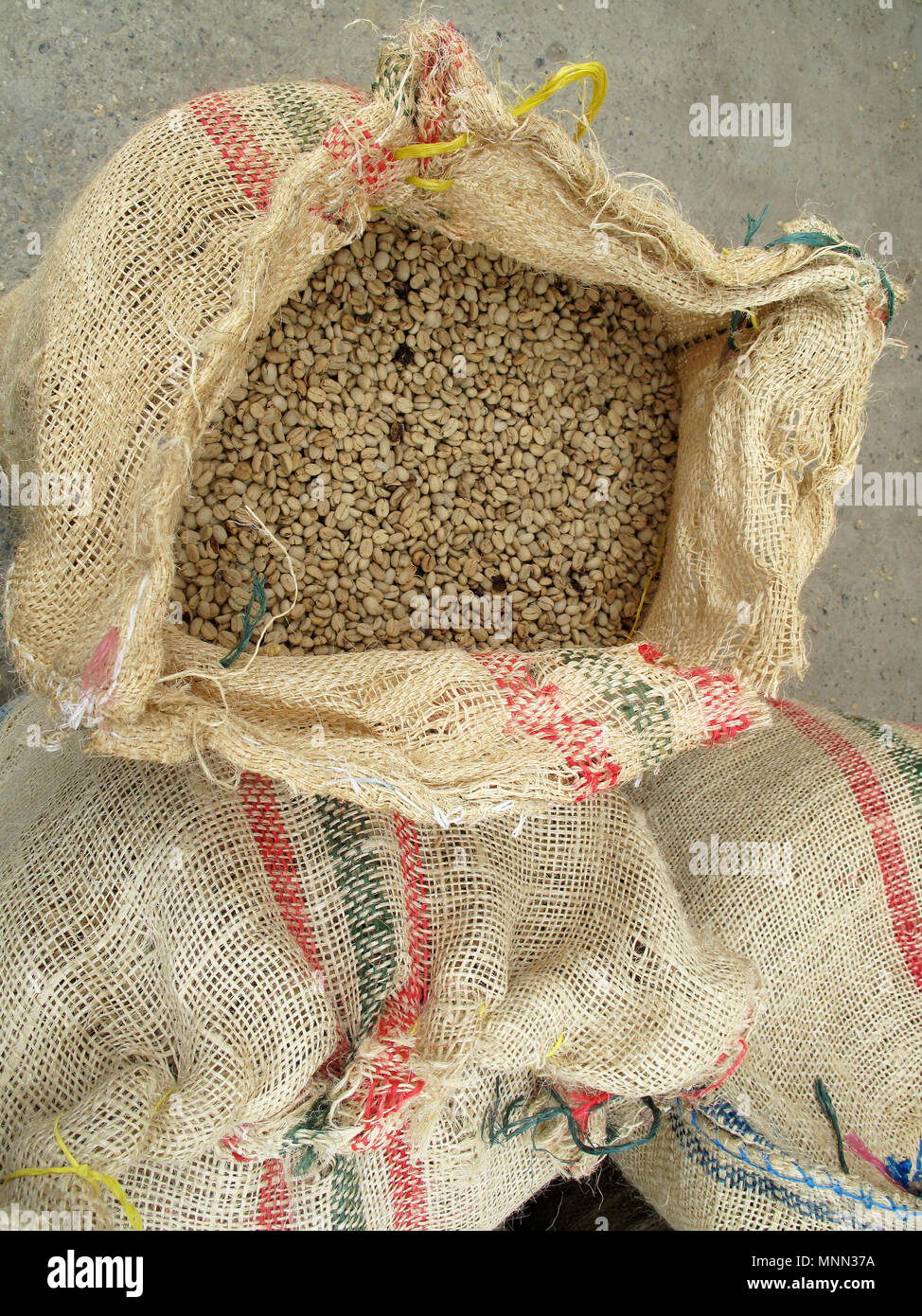 Not roasted coffee beans in jute sack top view, Colombia - Stock Image