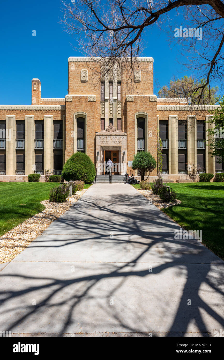 """Citizen entering Chaffee County Courthouse; """"Art Deco"""" style designed by architect Walter DeMordaunt; 1932; Colorado State Historical Register; Sa - Stock Image"""