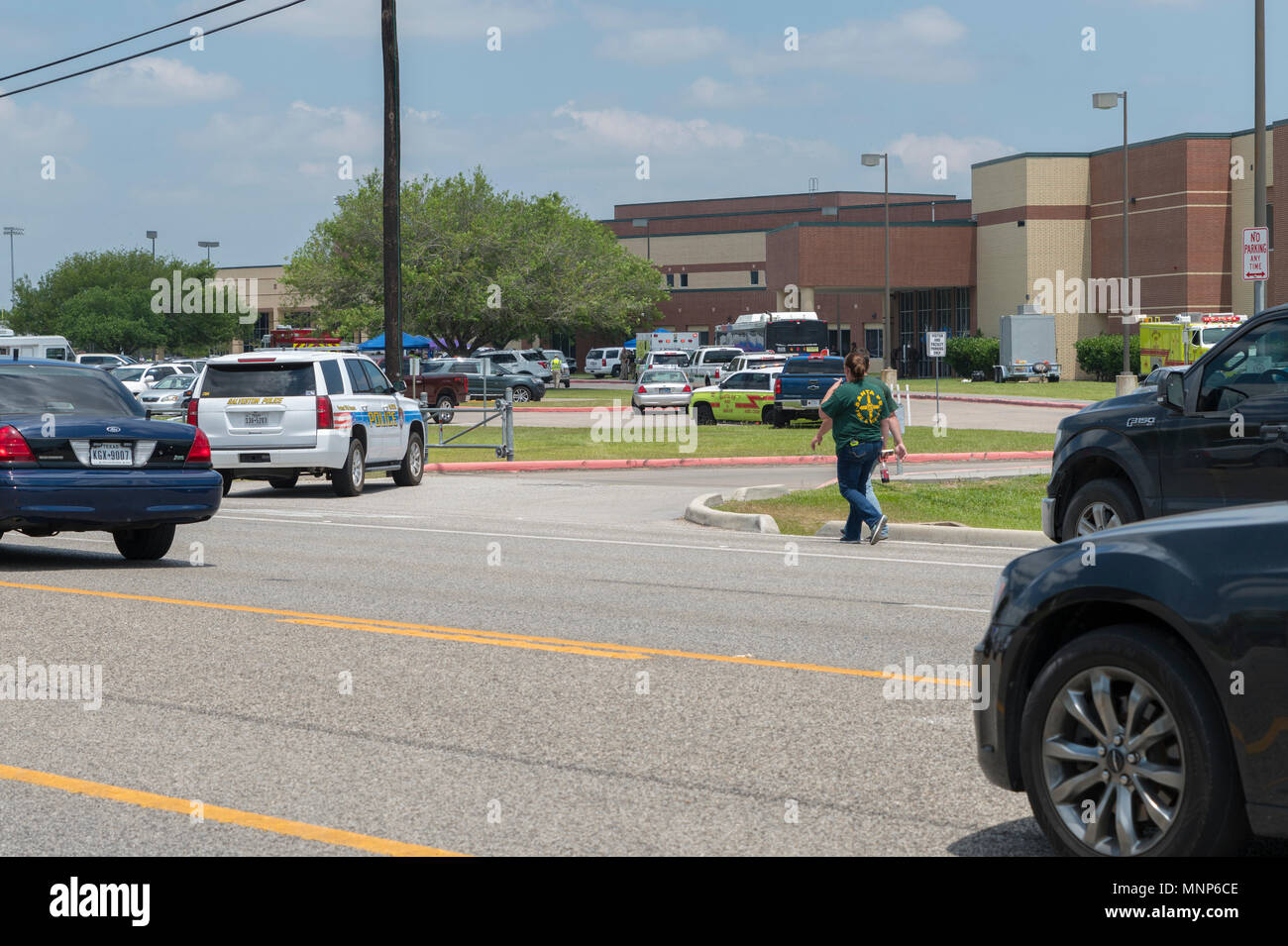 City of Santa Fe, Texas - May 18, 2018: Multiple Local, State and Federal, Enforcement Agencies Processing Active Crime Scene Following A Shooting In Santa Fe High School Credit: michelmond/Alamy Live News - Stock Image
